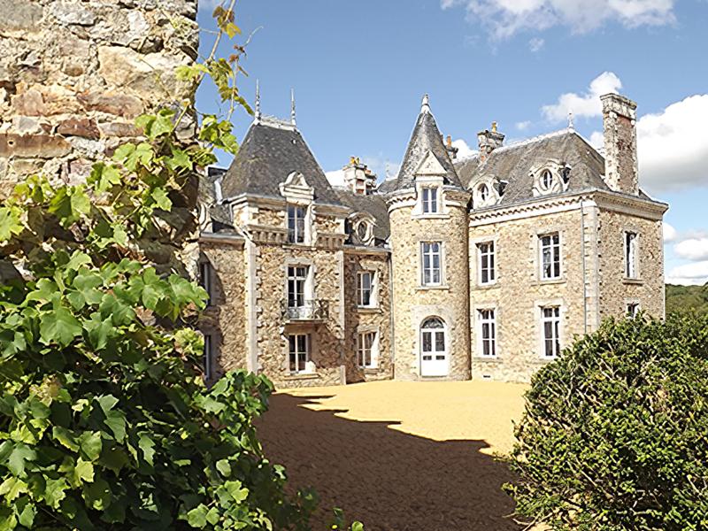 Château De La Barillère Img 3
